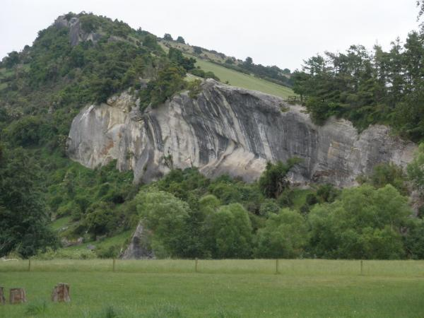 15 minutes inland from Temuka you get some serious geology in the Kakahu Valley